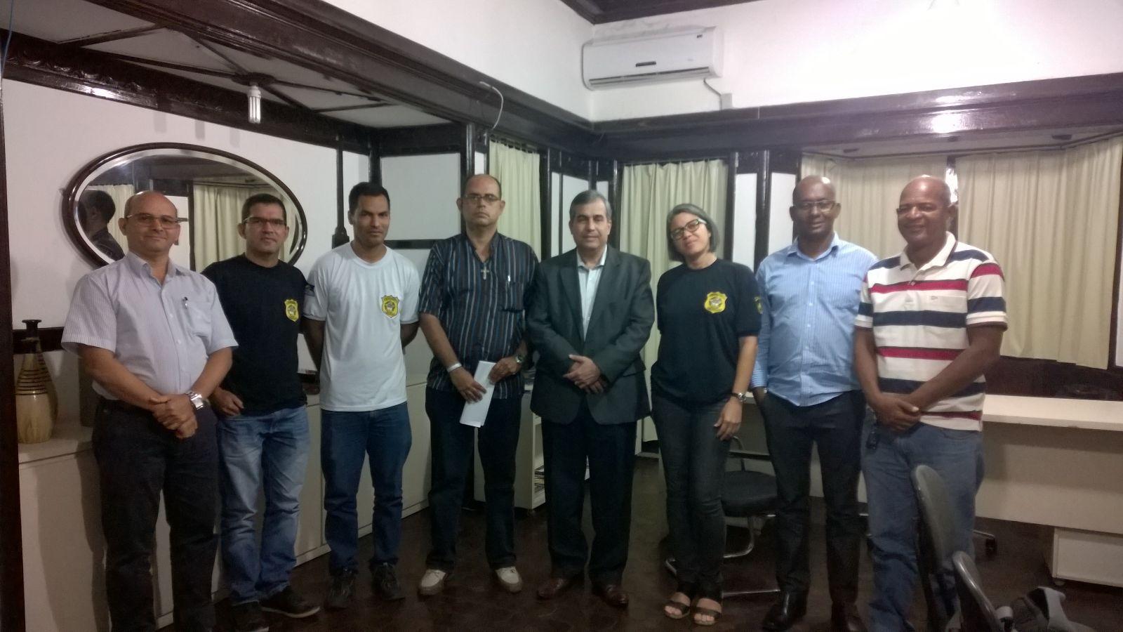 Photo of Reunião conjunta do o Sindasp-PE, agentes do Complexo do Curado e secretário da SERES, coronel Eder Vespaziano