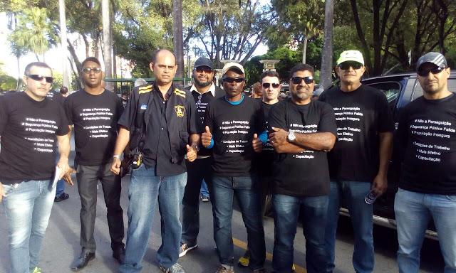 Photo of Profissionais da segurança pública protestam no Centro do Recife